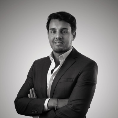Cr_Red_BW_KARIM-NEO-GROUP-PORTRAIT-COULEUR